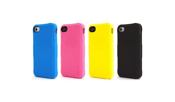 Des coques iPhone roses, bleues, jaunes et noires