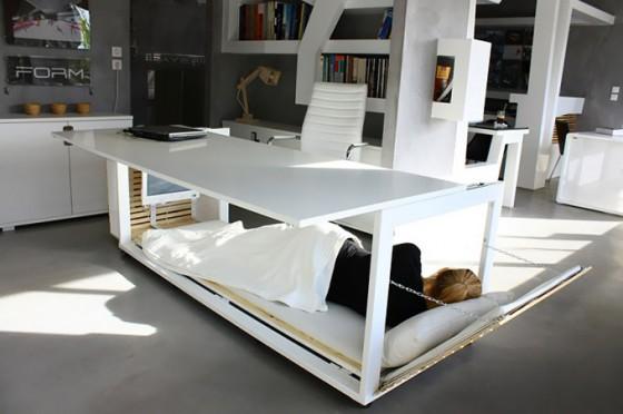 Le concept de table pour faire la sieste au bureau