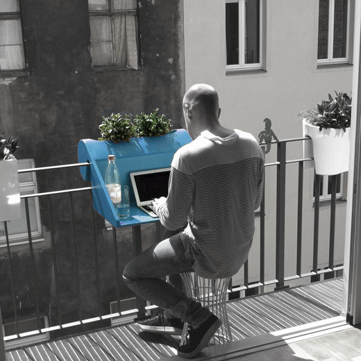 Le concept de bureau sur balcon