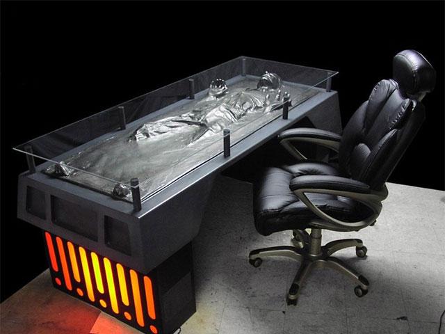 bureaux geek notre s lection de bureaux originaux. Black Bedroom Furniture Sets. Home Design Ideas