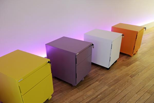 Des caissons de bureau mobiles et colorés