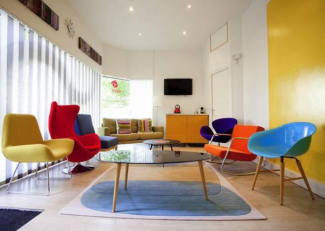 les plus beaux bureaux d entreprise du mois de novembre 2014. Black Bedroom Furniture Sets. Home Design Ideas