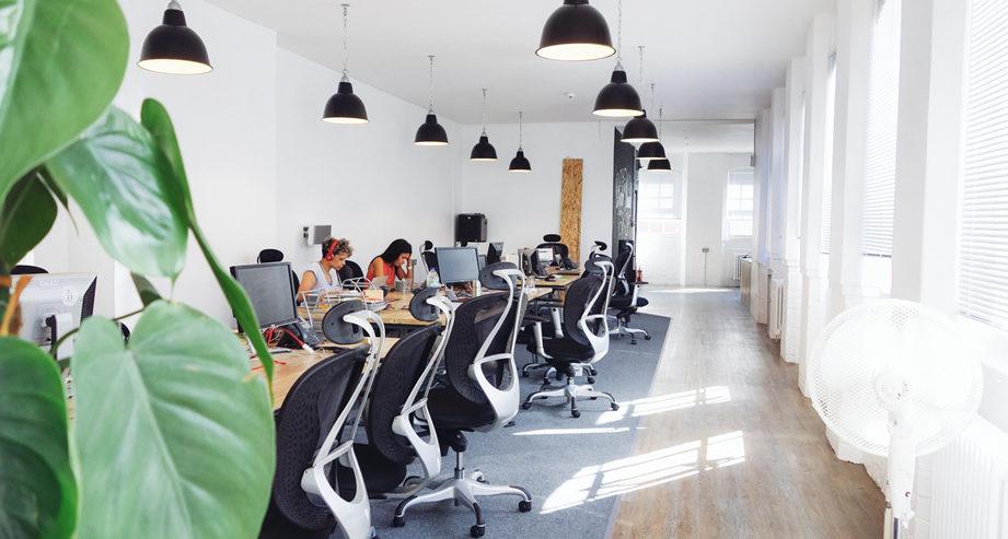 les plus beaux bureaux d entreprise du mois de d cembre 2014. Black Bedroom Furniture Sets. Home Design Ideas