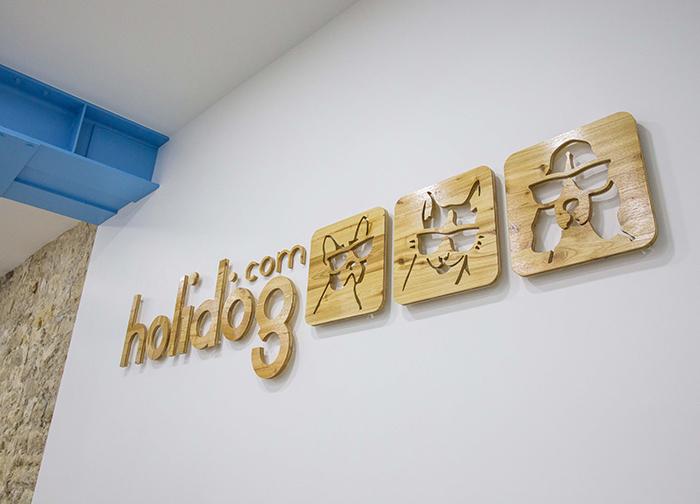 Un logo en bois réalisé par Kollori.com