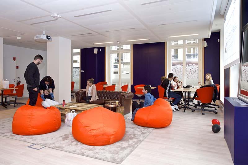 les 10 tendances des bureaux connaitre pour 2018. Black Bedroom Furniture Sets. Home Design Ideas